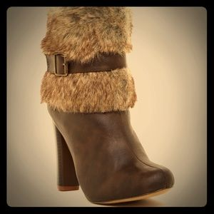 Chase and Chloe Apollo 5 Faux Fur Boots